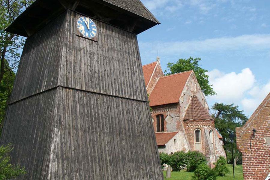 Kirche in Altenkirchen (Foto: F. Ruchhöft)
