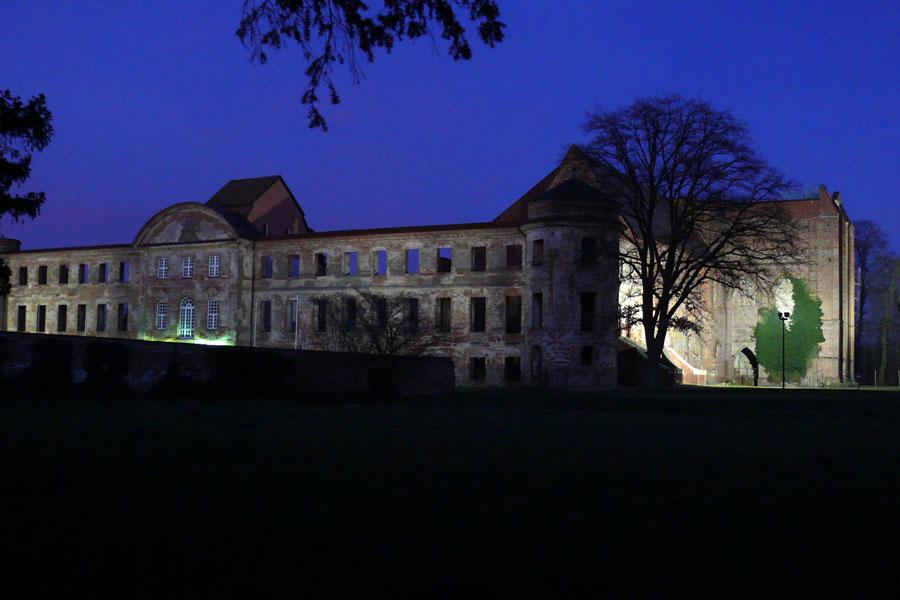 Die Klosterruine Dargun bei Nacht (Foto: F. Ruchhöft)